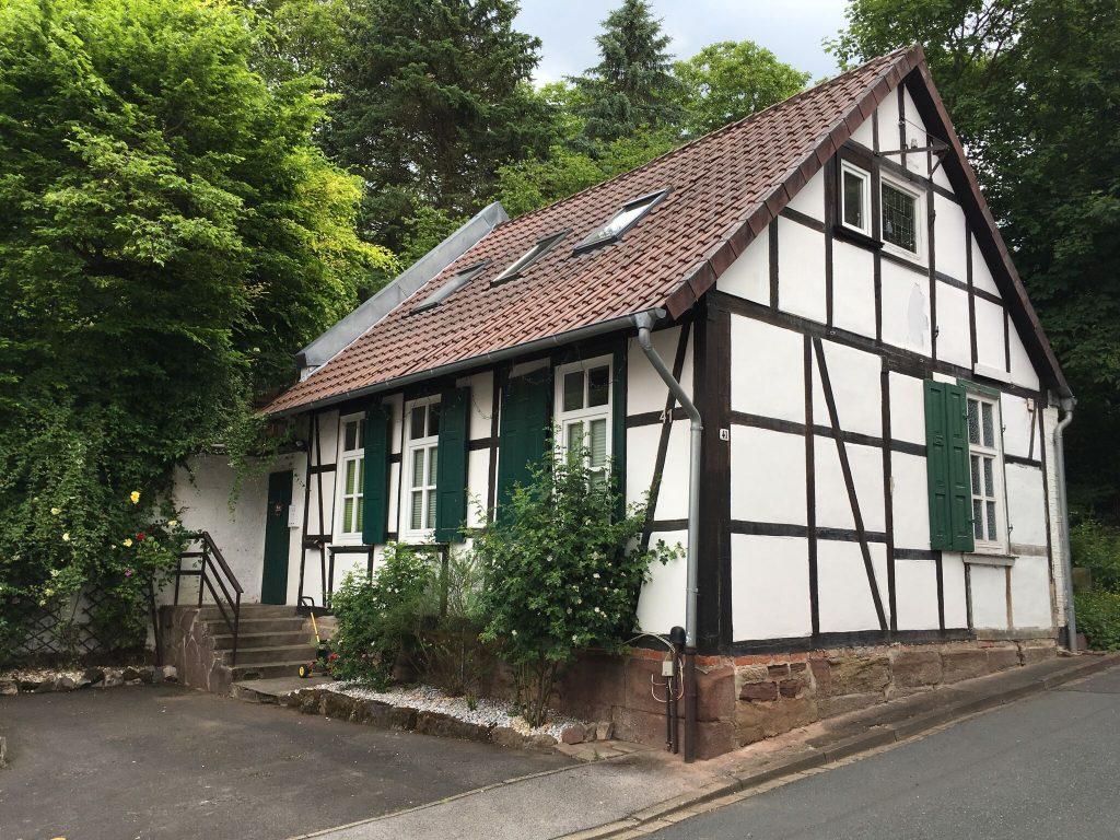 charmante kleine wohlf hloase in eddigehausen thomas hoffmann immobilienthomas hoffmann. Black Bedroom Furniture Sets. Home Design Ideas