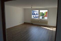 4 Zimmer Altbauwohnung ca.100m² mit Balkon und PKW Stellplatz in Groß-Ellershausen!